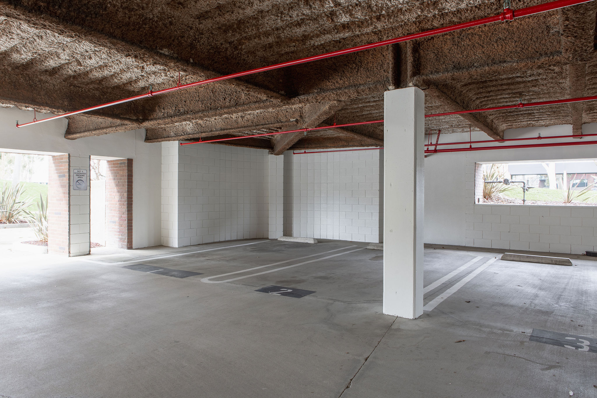 17300_redhill_after_parking_garage_entrance
