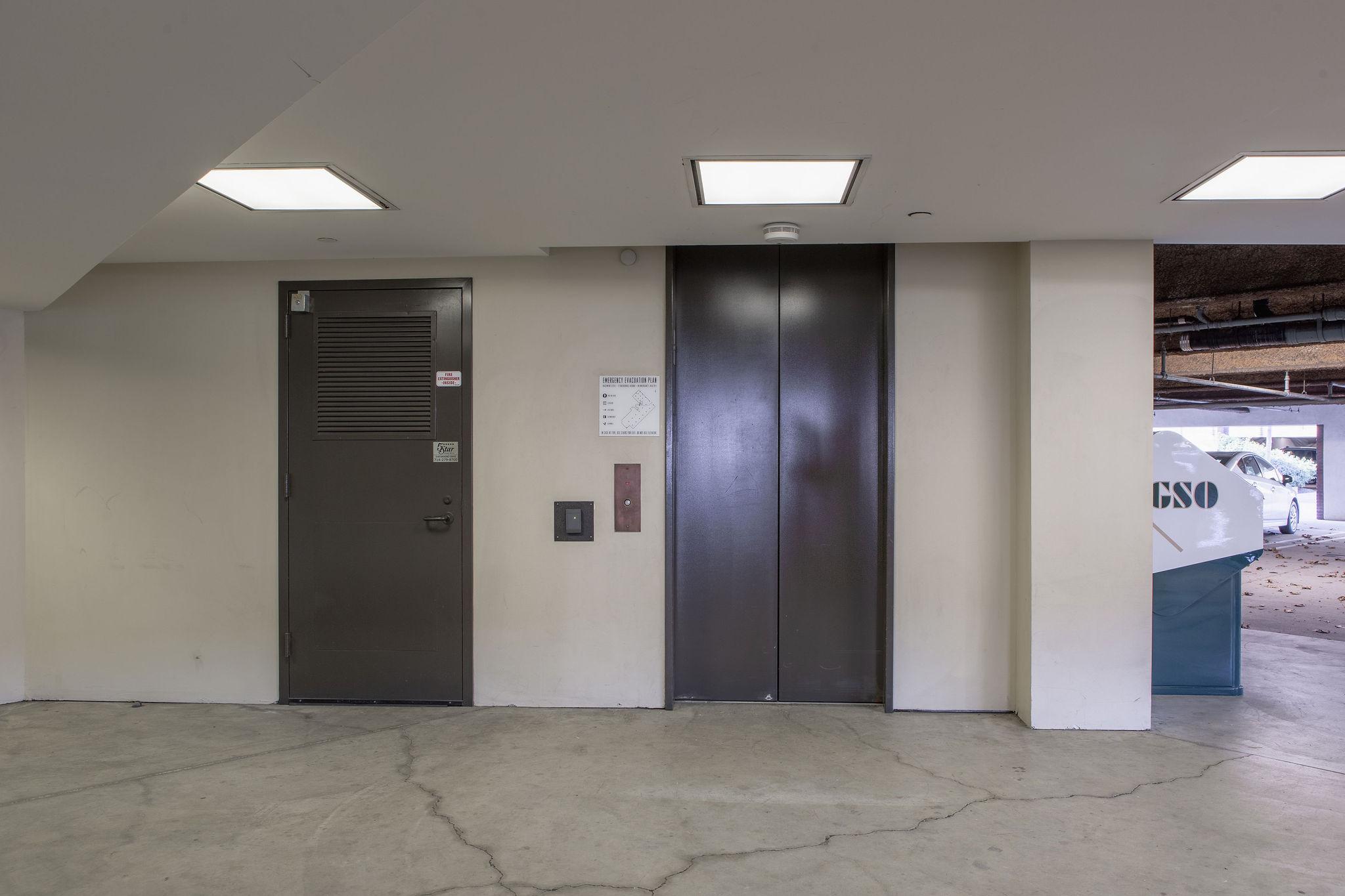 17300_redhill_before_elevator
